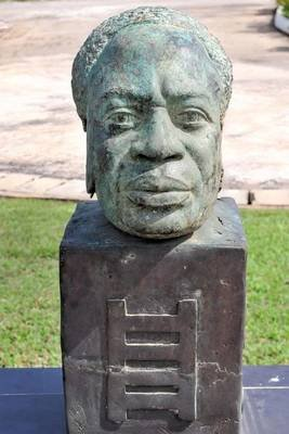 Dr Kwame Nkrumah Bust in Accra Ghana Journal - 150 Page Lined Notebook/Diary (Paperback): Cool Image