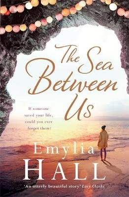 The Sea Between Us (Paperback): Emylia Hall