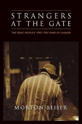 Strangers at the Gate - The 'Boat People's' First Ten Years in Canada (Paperback): Morton Beiser