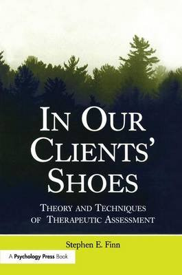 In Our Clients' Shoes - Theory and Techniques of Therapeutic Assessment (Paperback): Stephen E. Finn