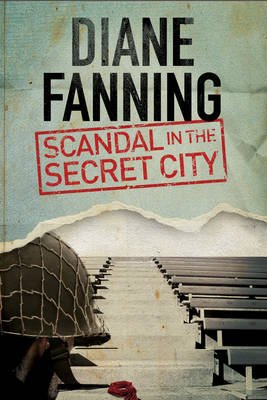 Scandal in the Secret City: A World War Two Mystery Set in Tennessee (Large print, Hardcover, Large type edition): Diane Fanning