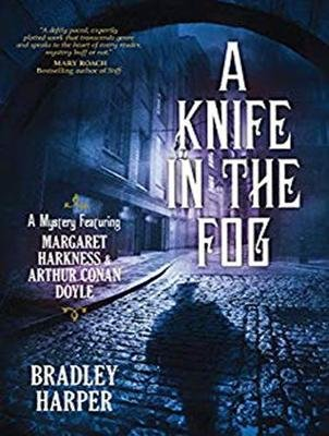 A Knife in the Fog - A Mystery Featuring Margaret Harkness and Arthur Conan Doyle (MP3 format, CD, Unabridged edition): Bradley...
