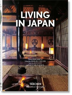 Living in Japan (English, French, German, Hardcover):